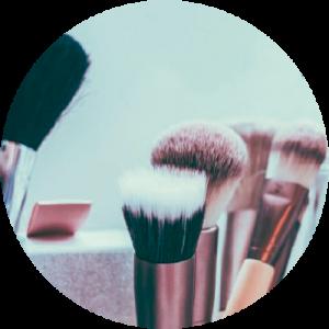 Brochas para maquillaje. Ilustracion para mostar 5 razos por la que elegir la depilación láser
