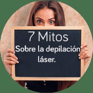 Chica con una pizarra donde se puede leer 7 mitos sobre depilación láser
